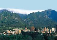 Vista de los cerros de Bogotá, a la izquierda el Monserrate, el más conocido