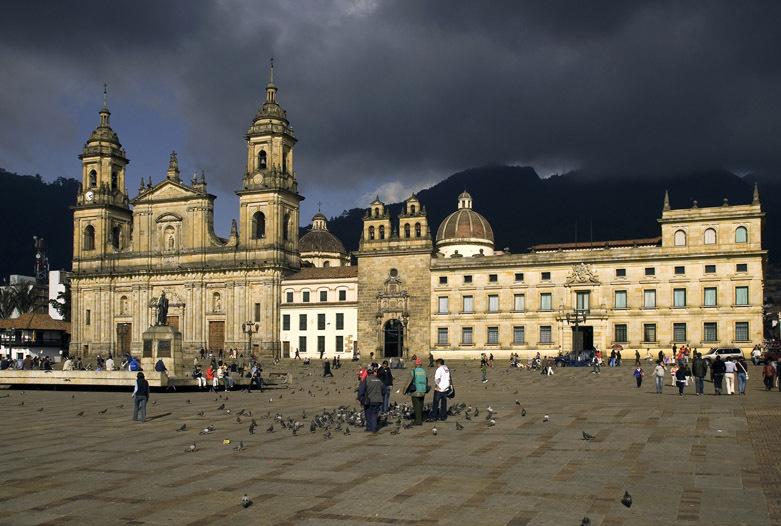 Viajes a Colombia | Plaza de Bolívar, Bogota