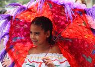 Niña en la feria de flores de Medellín