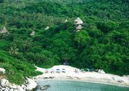 Vista aérea de la playa de los Ecohabs