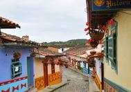 Calle del Pueblito Paisa de Medellín, en el cerro de Nutibara