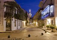 Las callejuelas de Cartagena de India por la noche