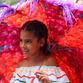 Viajes a Colombia | Niña en la feria de flores, Medellín